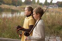 つり道具を持つ少年少女2人の横顔 24024000256| 写真素材・ストックフォト・画像・イラスト素材|アマナイメージズ
