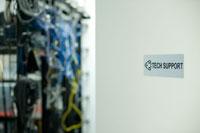 オフィスのサーバールーム 24025000969| 写真素材・ストックフォト・画像・イラスト素材|アマナイメージズ