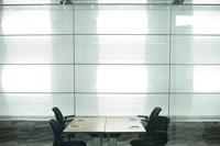 オフィスの会議室 24025000970| 写真素材・ストックフォト・画像・イラスト素材|アマナイメージズ