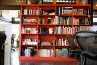オフィス室内の風景 24027000206| 写真素材・ストックフォト・画像・イラスト素材|アマナイメージズ
