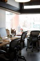 オフィス室内の風景 24027000208| 写真素材・ストックフォト・画像・イラスト素材|アマナイメージズ