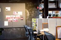 オフィス室内の風景 24027000209| 写真素材・ストックフォト・画像・イラスト素材|アマナイメージズ