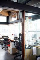 オフィス室内の風景 24027000210| 写真素材・ストックフォト・画像・イラスト素材|アマナイメージズ