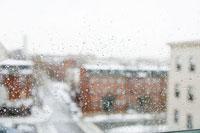 窓越しの雪景色