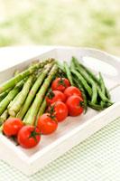 トレイに置かれた夏野菜