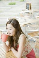 カフェでコーヒーを飲む女性 24031000261| 写真素材・ストックフォト・画像・イラスト素材|アマナイメージズ