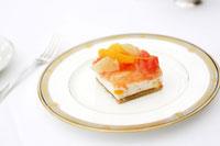 フルーツケーキ 24032000151| 写真素材・ストックフォト・画像・イラスト素材|アマナイメージズ