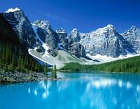 カナディアン・ロッキーと湖 7月 バンフ国立公園 カナダ 25011011786| 写真素材・ストックフォト・画像・イラスト素材|アマナイメージズ