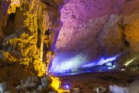 ハロン湾 スンソット洞窟 25023074659| 写真素材・ストックフォト・画像・イラスト素材|アマナイメージズ