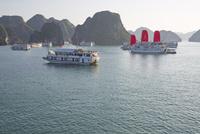 ハロン湾 クルーズ船 25023074757| 写真素材・ストックフォト・画像・イラスト素材|アマナイメージズ