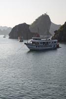 ハロン湾 クルーズ船 25023074758| 写真素材・ストックフォト・画像・イラスト素材|アマナイメージズ