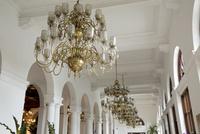 マニラホテル シャンデリア 25023074787| 写真素材・ストックフォト・画像・イラスト素材|アマナイメージズ