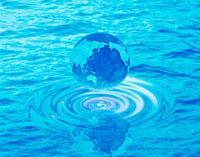 渦に浮かぶブルーの地球 25040000528| 写真素材・ストックフォト・画像・イラスト素材|アマナイメージズ