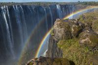 虹とヴィクトリアフォールズ 25041032096| 写真素材・ストックフォト・画像・イラスト素材|アマナイメージズ