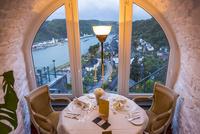 ラインフェルス城のレストランから望むライン川  25041032471| 写真素材・ストックフォト・画像・イラスト素材|アマナイメージズ