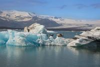 ヨークルサルロン氷河湖クルーズ 25041036052| 写真素材・ストックフォト・画像・イラスト素材|アマナイメージズ