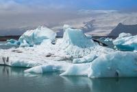 ヨークルサルロン氷河湖クルーズ 25041036053| 写真素材・ストックフォト・画像・イラスト素材|アマナイメージズ