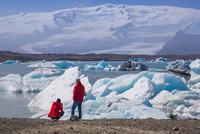 ヨークルサルロン氷河湖 25041036062| 写真素材・ストックフォト・画像・イラスト素材|アマナイメージズ