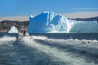 エキップ氷河クルーズ 25041036124  写真素材・ストックフォト・画像・イラスト素材 アマナイメージズ
