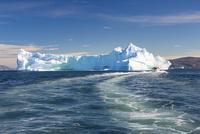 エキップ氷河クルーズ 25041036137  写真素材・ストックフォト・画像・イラスト素材 アマナイメージズ