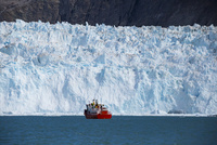 エキップ氷河クルーズ 25041036146  写真素材・ストックフォト・画像・イラスト素材 アマナイメージズ