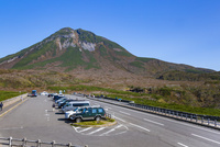 知床峠から望む羅臼岳 25041036291| 写真素材・ストックフォト・画像・イラスト素材|アマナイメージズ