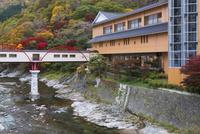 紅葉の湯瀬渓谷と湯瀬ホテル