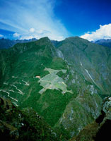 ワイナピチュ峰より望むマチュピチュ遺跡