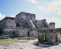 トゥルム遺跡のエルカスティージョ カリブ海岸マヤの遺跡 25066005883| 写真素材・ストックフォト・画像・イラスト素材|アマナイメージズ
