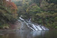 紅葉の粟又の滝