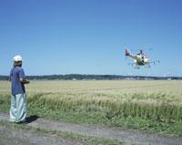 ラジコンヘリによる農薬散布