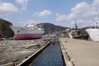 東日本大震災 気仙沼港に打ち上げられた大型漁船