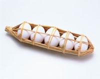 藁に包まれた卵