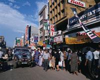 コロンボの繁華街の賑わい
