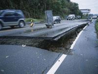 陥没した道路177号線 25101007623| 写真素材・ストックフォト・画像・イラスト素材|アマナイメージズ