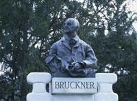 音楽家ブルックナー像 市立公園