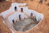 穴居住宅 25126028213| 写真素材・ストックフォト・画像・イラスト素材|アマナイメージズ
