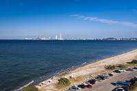 富津岬と東京湾に富津火力発電所 25130023665| 写真素材・ストックフォト・画像・イラスト素材|アマナイメージズ