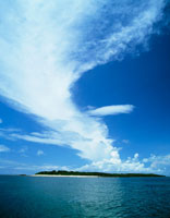 海と島と雲