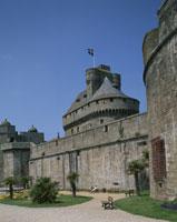 城壁と監獄