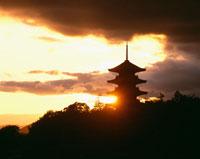 備中国分寺五重塔と夕日