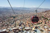 ラ・パス市のロープウエイ 25196002099| 写真素材・ストックフォト・画像・イラスト素材|アマナイメージズ