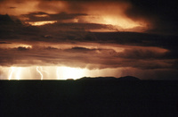 ティティカカ湖に落下する雷 25196002519| 写真素材・ストックフォト・画像・イラスト素材|アマナイメージズ