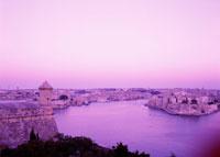 城塞と港の夕景