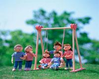 創作人形 家族でブランコで遊ぼう