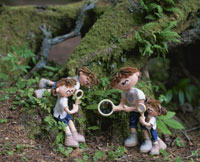 植物を観察する家族
