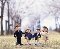 入学式の家族 桜並木