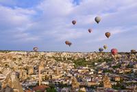 熱気球とギョレメの街並み