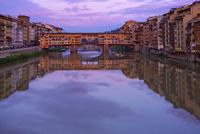 夕景 ヴェッキオ橋とアルノ川