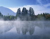 金鱗湖 25222005082  写真素材・ストックフォト・画像・イラスト素材 アマナイメージズ